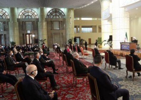 رئیس جمهور: ما از تعهد خارج نشده ایم که گام اول را برداریم